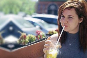 7 REASONS TO BUY PAPER STRAWS